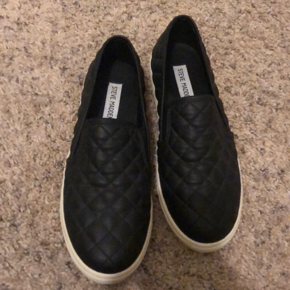 98d0aacc63a Steve Madden Quilted Leather Slip Ons. M 5bfa2ab15c445290c1de89b9